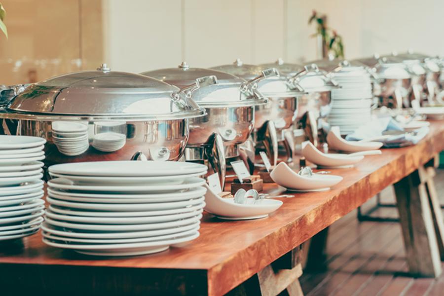 Teller und Warmhalteschalen Catering